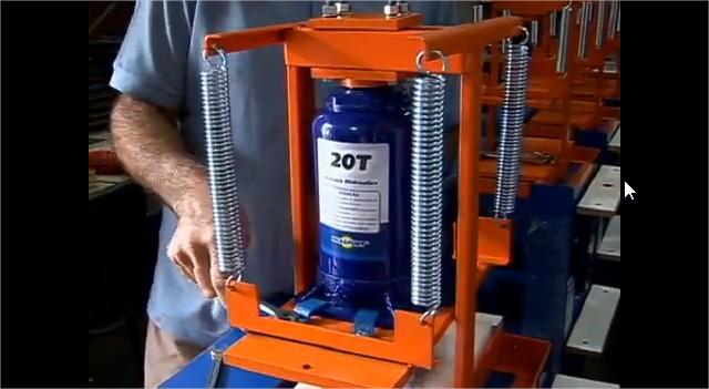 Projeto Solicitado [5 de agosto de 2013] – Maquina de fazer chinelos manual com macaco hidraulico de 12 toneladas